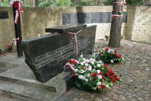 Wilno-Ponary-pomnik-ku-czci-pomordowanych-Polakow